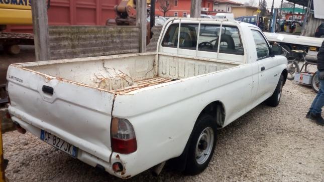 Mitsubishi Pickup (1)
