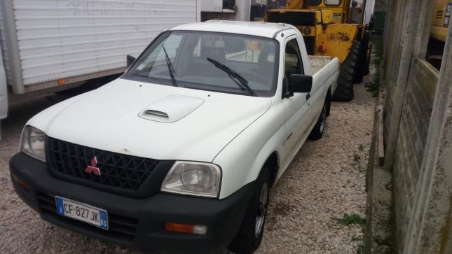 Mitsubishi Pickup (2)